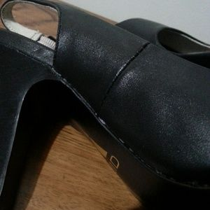 Liuid Shoes - Liuid Black opened toed slingback heels.